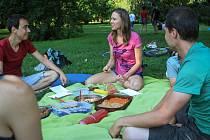 Dobroty ze surovin, které jsou pouze rostlinného původu, mohli v neděli ochutnat účastníci veganského pikniku v lužáneckém parku.