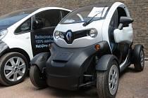 Jezdí po Evropě, aby ukázali jak vypadají a fungují ekologicky šetrná vozidla. Řidiči elektromobilů a zároveň účastníci rallye jízdy po celém kontinentu eTour Europe se v sobotu zastavili na Špilberku.