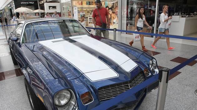 Silné motory a eleganci amerických aut můžou lidé od čtvrtka obdivovat v nákupním centru Olympia na Brněnsku.
