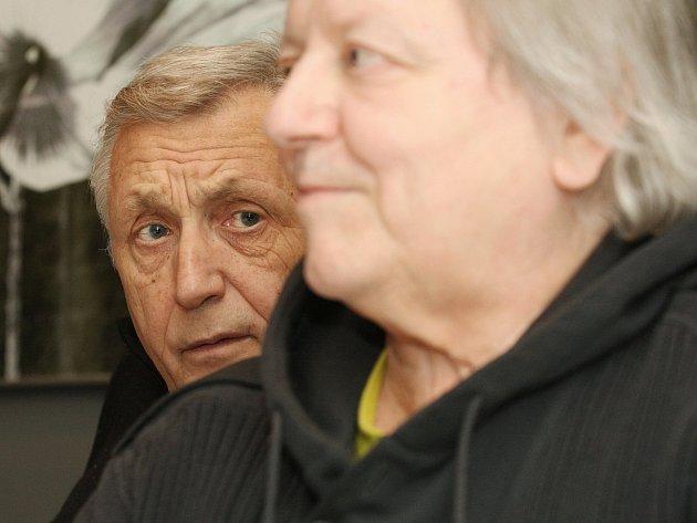 Hosty festivalu Cinema Mundi byli v roce 2001 také Jiří Menzel a Václav Neckář.