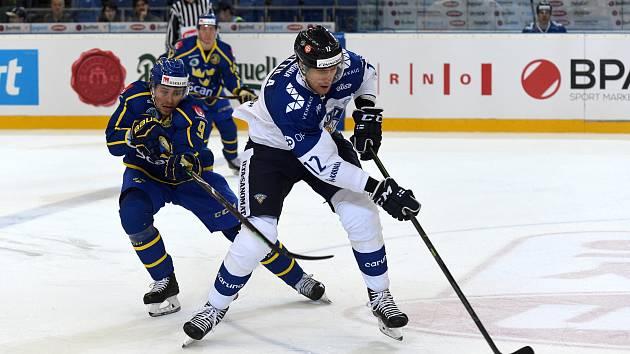 Carlson Hockey Games v brněnské DRFG aréně mezi Finskem v bílém a Švédskem.