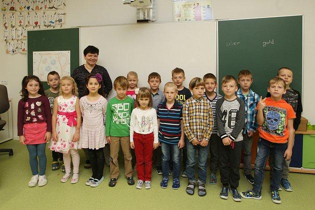 ZŠ Židlochovice. Na fotografii třída 1.B střídní učitelkou Helenou Chmelkovou.