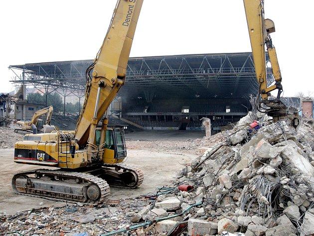 Demolice stadionu za Lužánkami.