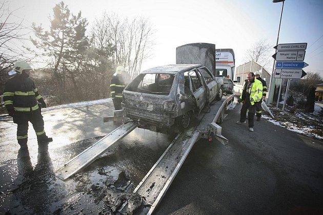 Požár v Modřicích zničil osobní auto.
