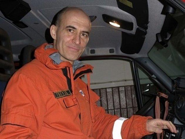 Oceněný Miroslav Mlečka šel k hasičům, protože měl pocit, že jim nehrozí takové nebezpečí, jako policistům. Pochopil, že se spletl.