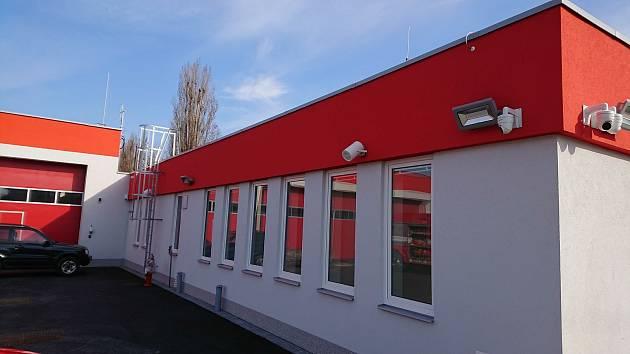 Novou základnu profesionálních hasičů stavěli dělníci v blízkosti slavkovského autobusového nádraží.