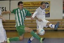 Futsalisté brněnského Tanga (v bílém Dimo Chadzidis) porazili Bohemians 1905 těsně 4:3.