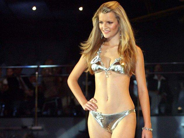 Miss 2007 - Veronika Chmelířová ze Znojma, promenáda v plavkách