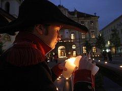 Desítky svíček ve středu odpoledne rozzářily Moravské náměstí v Brně. Připomněly tak výročí bitvy u Slavkova v roce 1805.