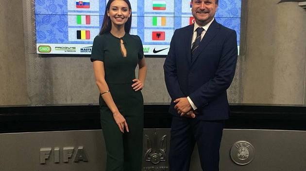 Polina Tkach a Jakub Štefek při losování Eura