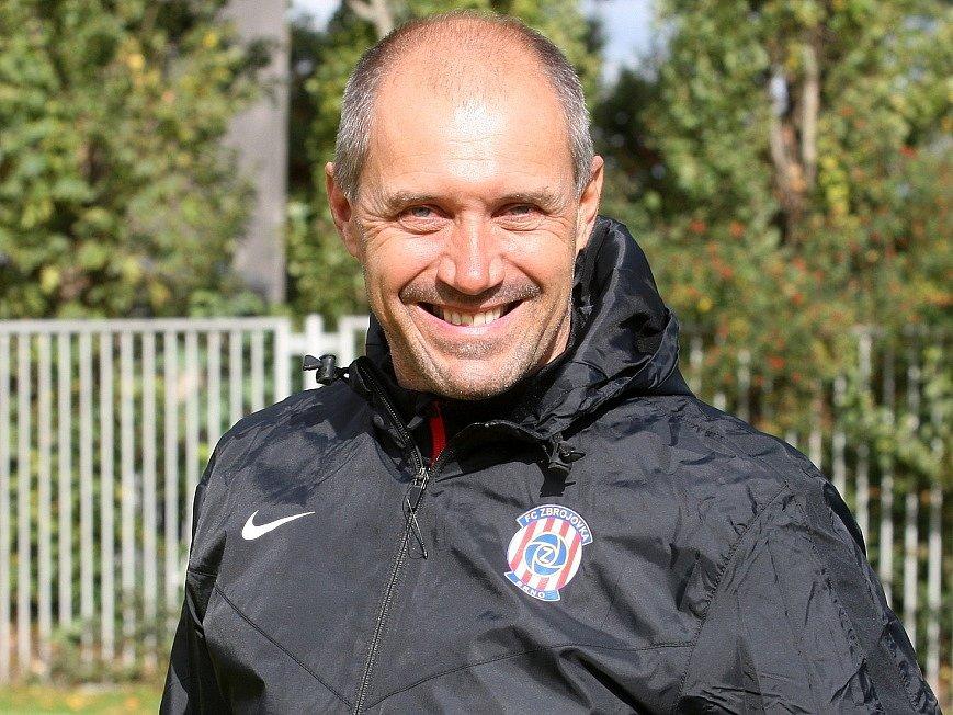 Trenér Roman Pivarník vedl ve středu první trénink Zbrojovky Brno.