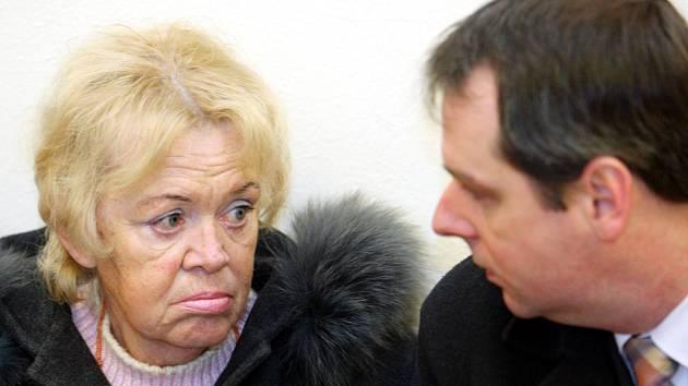 Lékařka Alena Kubáčová u brněnského krajského soudu.