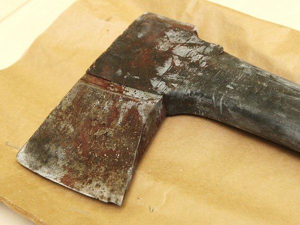 Vražedná zbraň, se kterou útočník zabil mladíka.