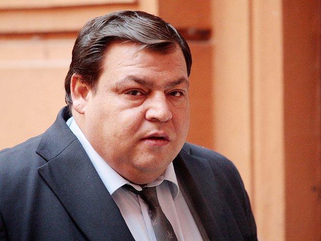 Čtyřicetiletý Tibor Lakatoš u Krajského soudu v Brně. Je obžalovaný z pokusu o vraždu.