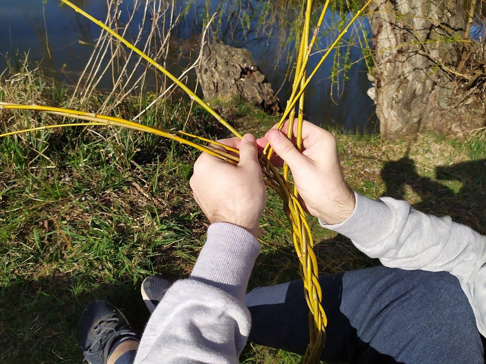 O pletení pomlázek z vrbových prutů se nenechali připravit v Bučovicích.
