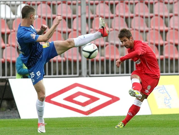 Zbrojovka Brno (v červeném) vs. Slovan Liberec.