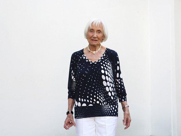 Při pohledu na ni vás po chvíli napadne, že kouzelné babičky neexistují jen vpohádkách.
