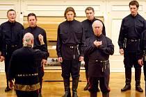 Vystoupení mužského sboru Donští Kozáci v sále Besedního domu.