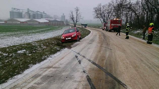 Nehoda, u které Miroslav Burger pomáhal.