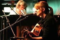V úterý v Brně zazpívala Markéta Irglová, doprovodil ji Liam Ó Maonlaí.