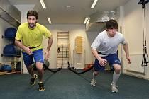 Hokejisté brněnské Komety (zleva Radek Dlouhý a Michal Kempný) pilují fyzičku v posilovně téměř dennodenně.