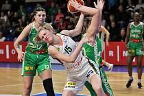 Páté brněnské derby sezony vyznělo lépe pro hráčky KP (na snímku v zelených dresech).
