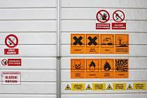 Práce v třídírně odpadů není nijak jednoduchá. Lidé v ní musí dodržovat celou řadu bezpečnostních předpisů.