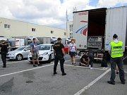 Pět nelegálních migrantů objevili celníci v brněnské Slatině.