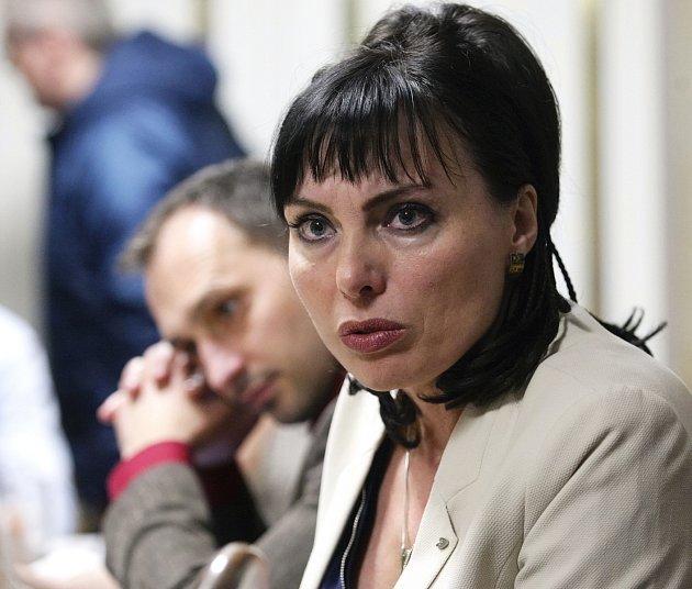 Vpolovině dubna informovala Liptáková okonci tehdejší koalice shnutími ANO, Žít Brno a zelenými, protože smlouvu považovala kvůli jednání ANO sČSSD za neplatnou.