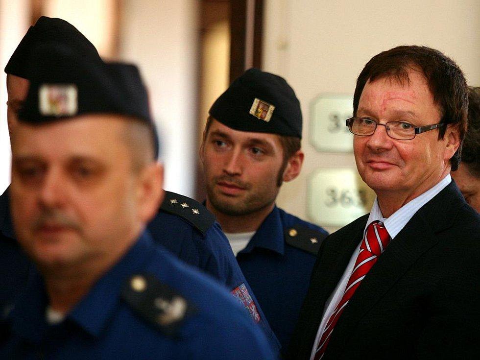 Aleš Kvapil u brněnského soudu.