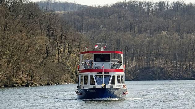 Z Rozdrojovic k Soví studánce a plavba lodí z přístaviště pod Trnůvkou do Veverské Bítýšky.