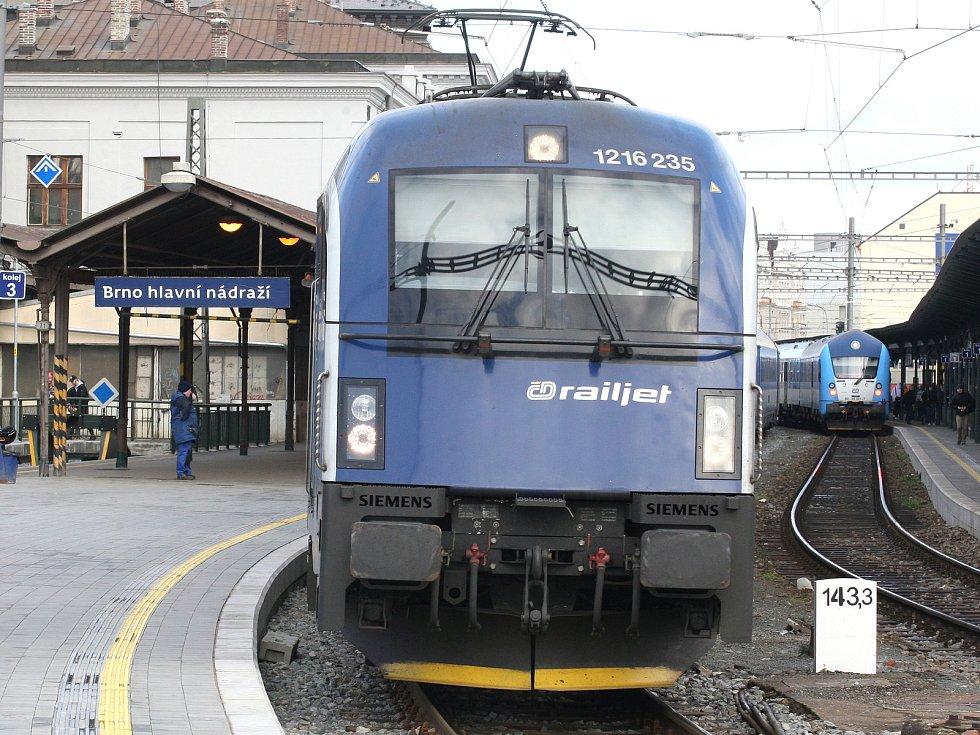 Z brněnského vlakového nádraží do Prahy by jednou mohly jezdit vysokorychlostní vlaky. Ale bude o ně takový zájem?