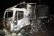 Před domem ve Veverské Bitýšce na Brněnsku shořel zaparkovaný kamion.