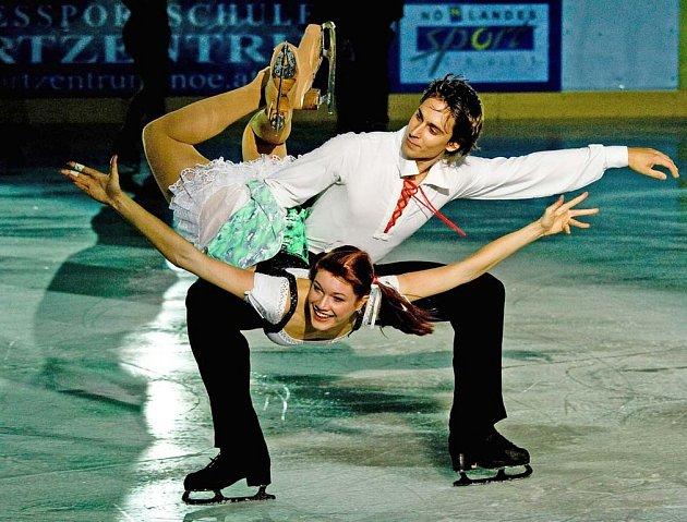 Krasobruslařská dvojice Hájková - Vincour letos musela pro originální tanec volit z folkloru. Vybrala si polku.