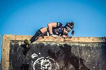 Brněnská závodnice Lenka Butorová soupeří při akcích jako Spartan Race s vysokými překážkami, nošením břemen i zdoláváním vody nebo bahna.