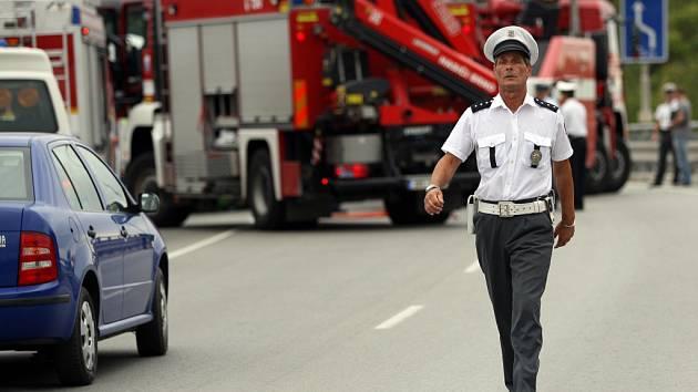 Dva řidiče dodávek zabil náklaďák s přívěsem.