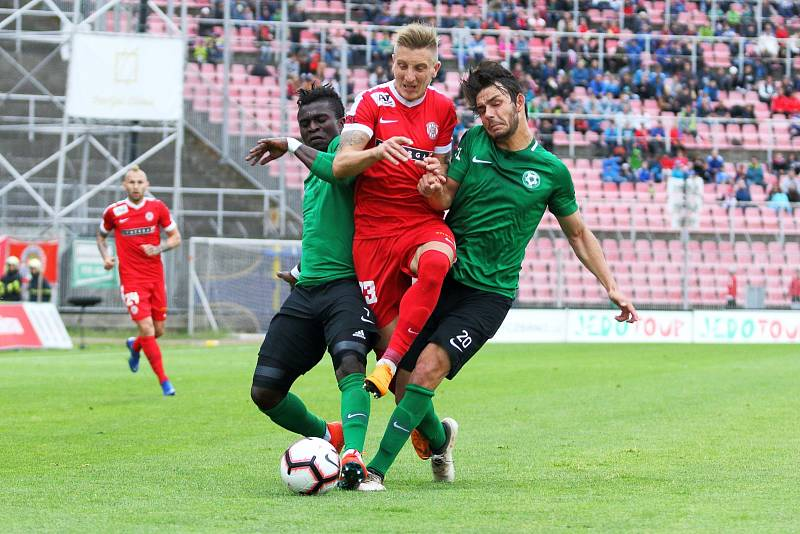 Nejdřív hrůzostrašný start, poté snový obrat a nakonec vystřízlivění v podobě srovnávacího gólu na konečných 3:3. Taková baly první barážová bitva mezi fotbalovou Zbrojovkou Brno (v červeném) a Příbramí.