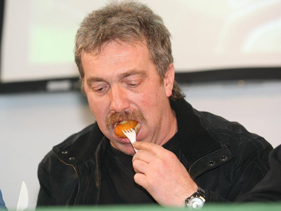V soutěži jedlíků na brněnském veletrhu Rybaření zvítězil Jaroslav Němec.