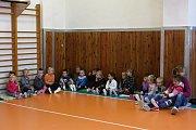 Děti základní školy v Ketkovicích trénovaly s atletkou Michaelou Hrubou, držitelkou juniorského národního rekordu ve skoku do výšky.