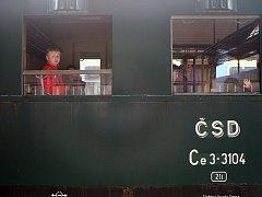 Historický parní vlak vyjel z brněnského Hlavního nádraží do Zastávky u Brna.