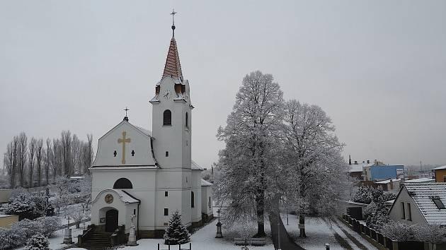 V sobotu ráno překvapila obyvatele Horních Heršpic sněhová nadílka.