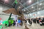 Na veletrzích Go a Regiontour zástupci pelhřimovské Agentury Dobrý den představili obří pohyblivou kovovou loutku i její zmenšený model.