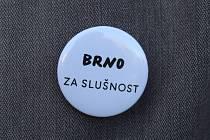 Aktivisté v pátek odpoledne na brněnském Komenského náměstí protestovali za slušný slovenský a český stát. Vadí jim především velký vliv Mariána Kočnera.