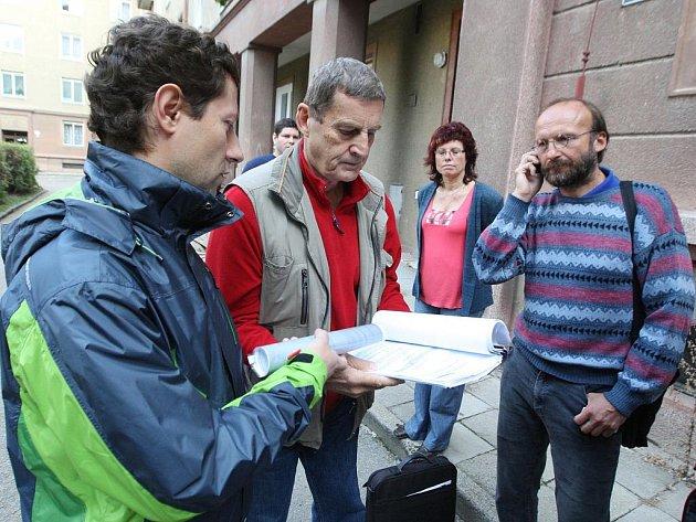 Lidé v pátek volali policii kvůli stavbě rezidenčního domu Erasmus v Králově Poli.