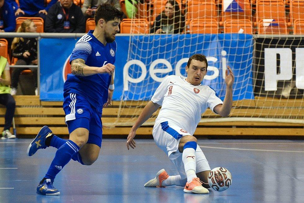 Brno 5.2.2020 - kvalifikační turnaj na futsalové MS 2020 - ČR Matěj Slováček (bílá) Kazachstán (modrá)