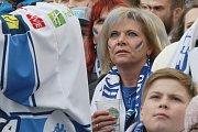 Tisíce fanoušků se znovu sešly před velkoplošnými obrazovkami na brněnském Zelném trhu, aby fandily Kometě ve třetím zápase finálové série hokejové extraligy proti Bílým Tygrům z Liberce.