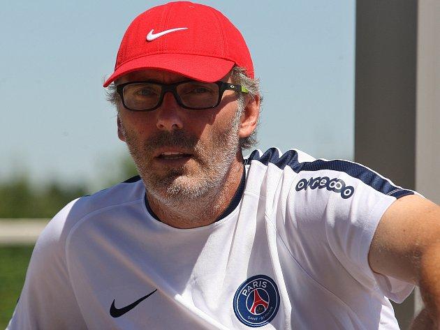 Hráči Paris Saint-Germain ladili formu nedaleko Znojma pod vedením trenéra Laurenta Blanca (na snímku).