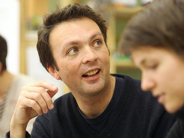 Anglický spisovatel Tom Hodgkinson.