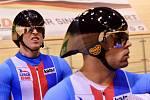 Dráhoví cyklisté Tomáš Bábek a David Sojka (vpravo).
