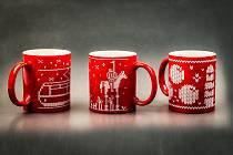 Hrnky z kolekce vánočních suvenýrů brněnského Turistického informačního centra pro rok 2020.